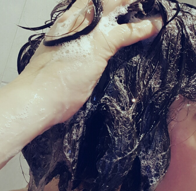 washing hair with coconut oil