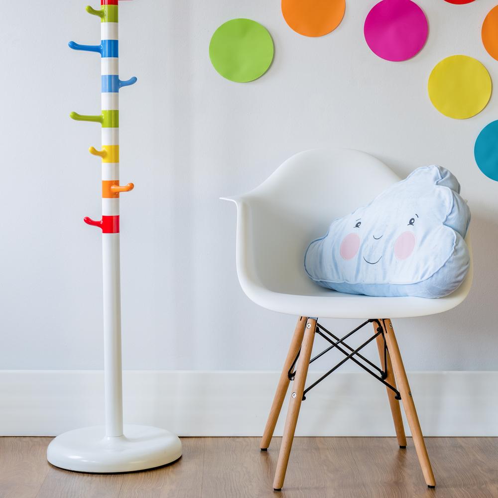 decorating a neutral nursery