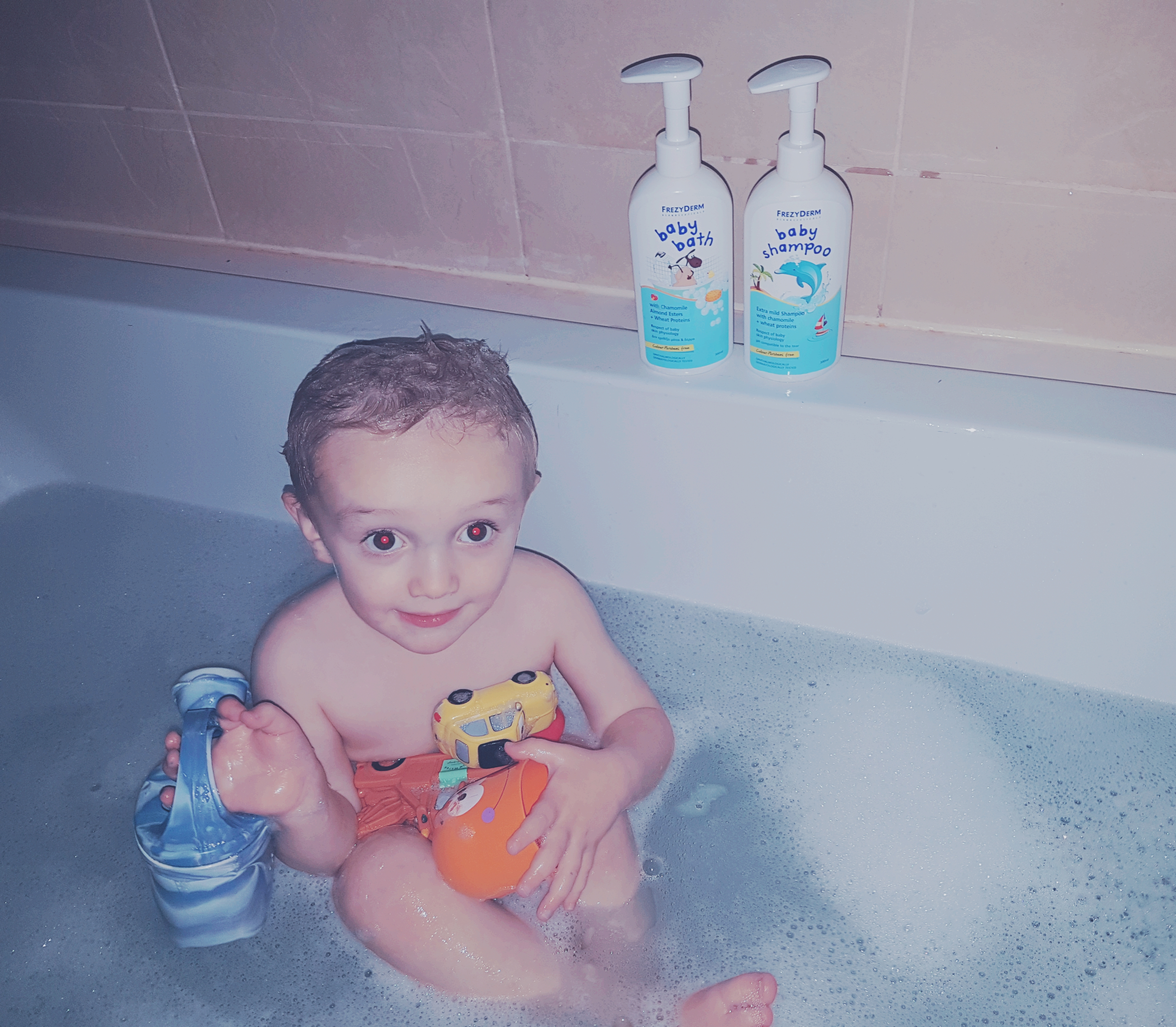 how to survive bathtime with a toddler
